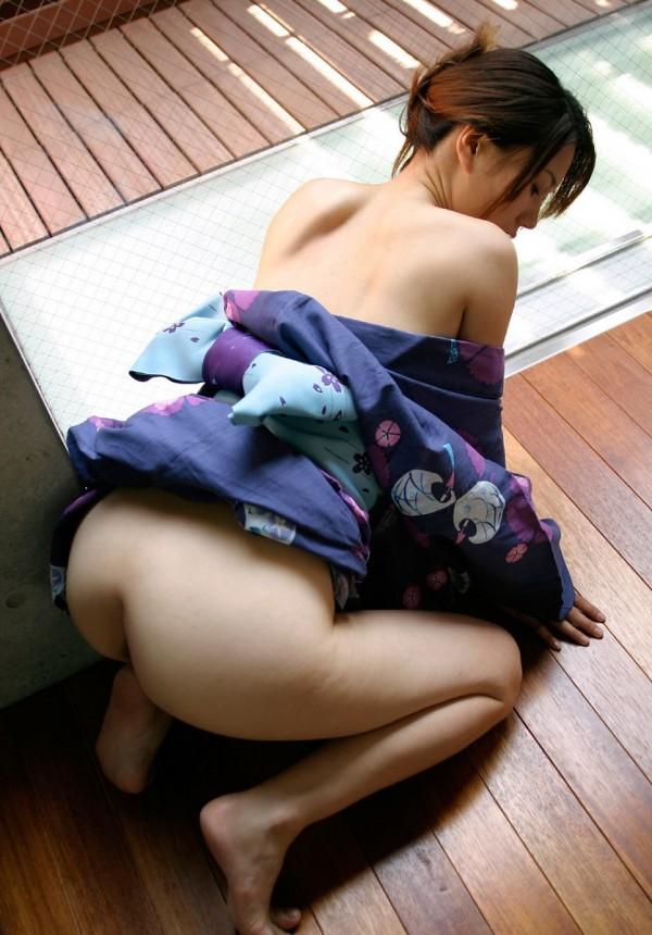 【コスプレ画像】年末年始も温泉旅館で浴衣着せた彼女とエロエロなことしちゃうカップルがたくさんいるんだろうなぁと思うと切ないわぁww news