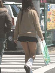 【パンチラ】見えそうで見えてる街中のミニスカ女性達ww