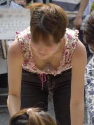 【盗撮】子連れの奥様は子供に集中~!じっくりおっぱい鑑賞しましょうww